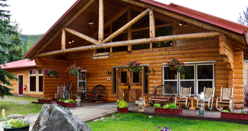 Kantishna Roadhouse's welcoming day lodge.